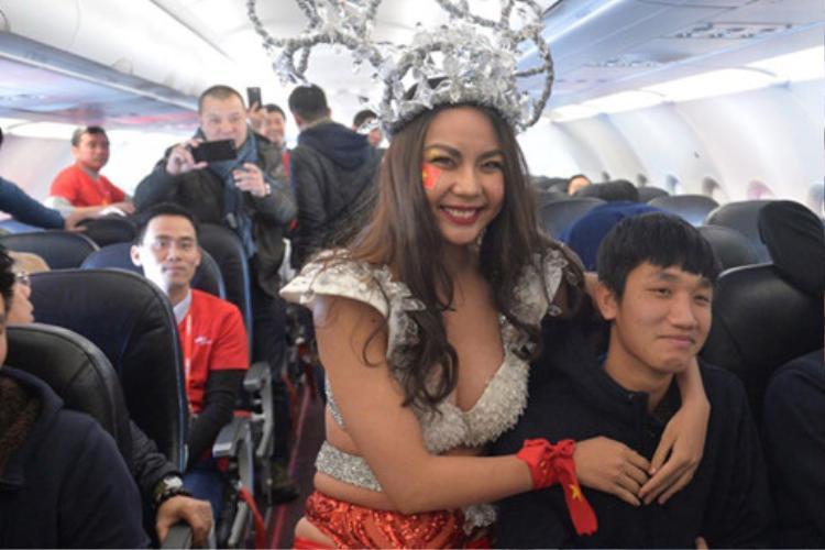 Trước quảng cáo bia là vụ hãng hàng không đón U23 Việt Nam bằng bikini.