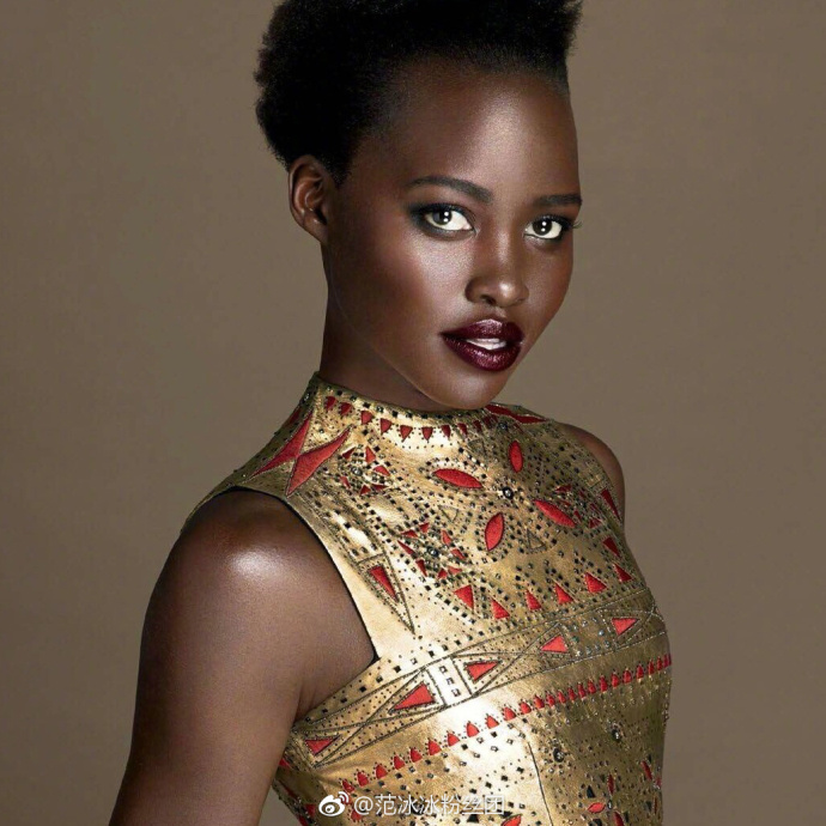 Lupita Nyong'o cũng là diễn viên đạt giải Oscar với nữ diễn viên phụ xuất sắc nhất.