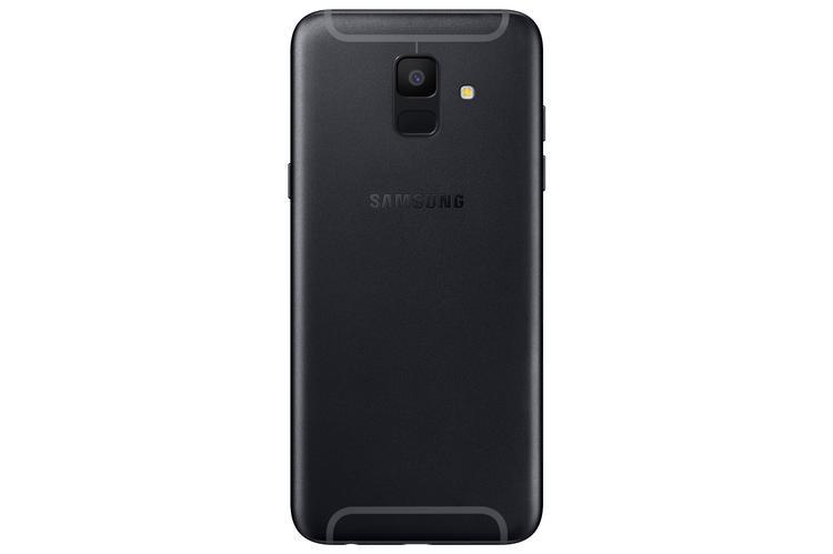 Galaxy A6+ sẽ hỗ trợ camera kép, trong khi đó A6 thì chỉ có camera đơn.