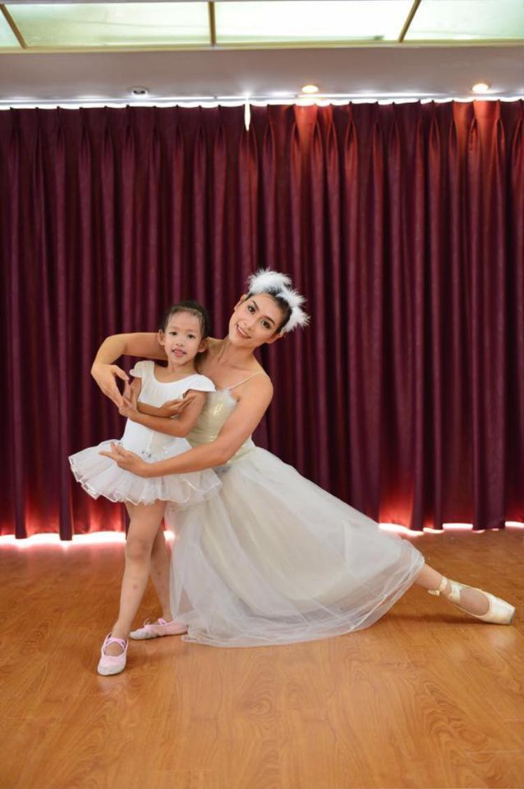 Múa là niềm đam mê của nữ sinh Nguyệt năm nào.