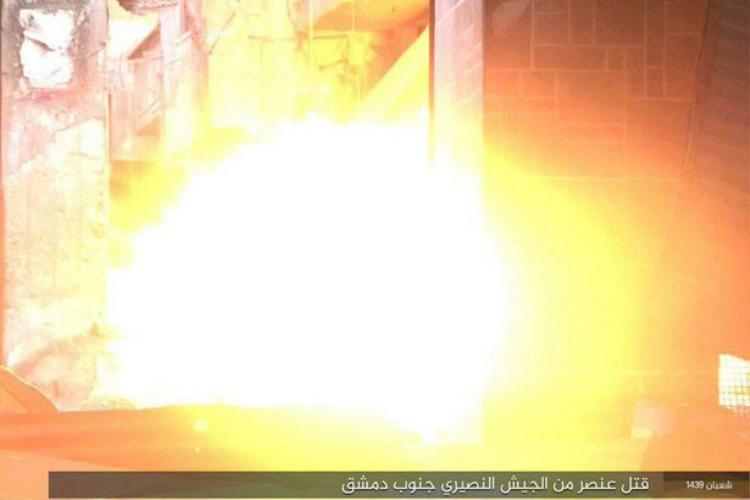 Bom gắn trên đầu tù nhân phát nổ.