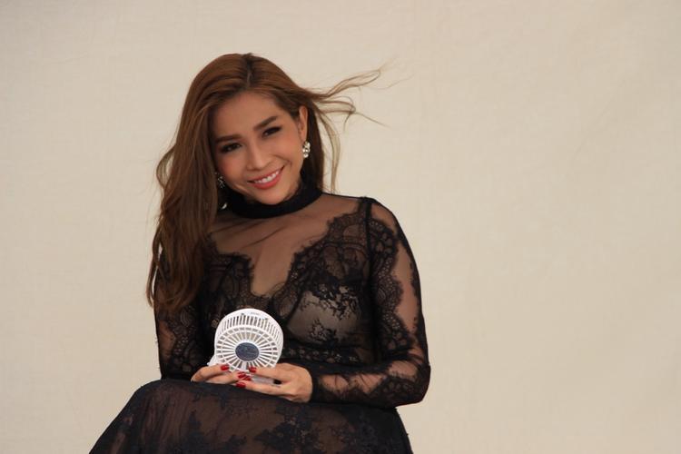 Khả Như hóa thân vào vai một cô diễn viên nổi tiếng.