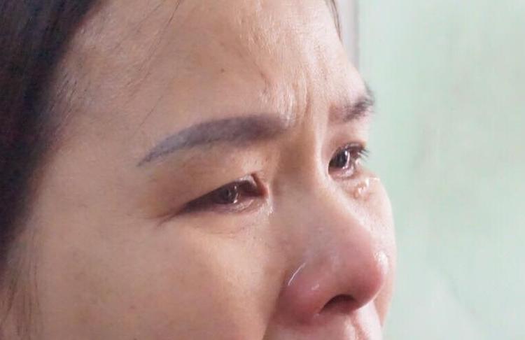 Mỗi lần nhắc đến con nước mắt chị Vân Anh không ngừng rơi.
