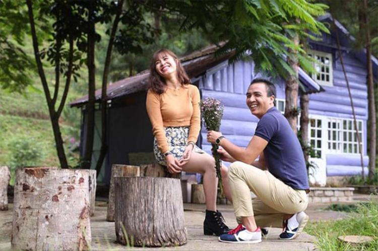 MC Nguyễn Hoàng Linh có chuyện tình đẹp như cổ tích với một đồng nghiệp ở VTV- nhà quay phim, đạo diễn Trần Mạnh Hùng. Cả hai từng trải qua một lần đổ vỡ hôn nhân trước khi tìm thấy nhau.