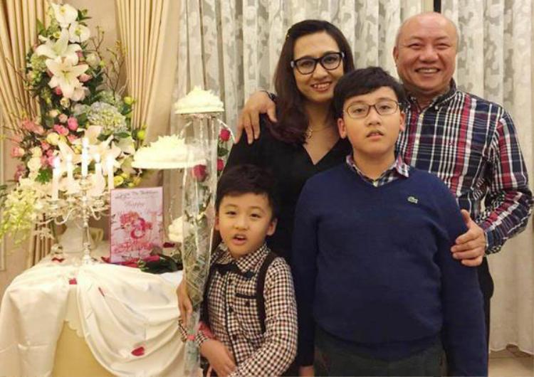 """PGS Thạch được giới y học Việt Nam tôn vinh là người có """"đôi tay vàng"""" trong lĩnh vực phẫu thuật cột sống và là một trong những người đầu tiên xây dựng Khoa Phẫu thuật Cột sống của Bệnh viện Việt Đức. Tháng 11/2015, ông được Bộ trưởng Bộ Y Tế trao bằng khen."""