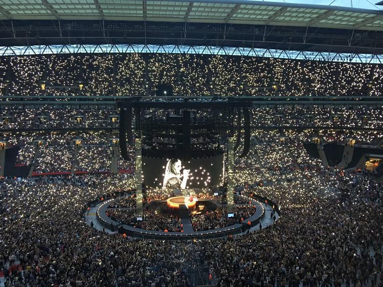 Chỉ còn 2 đêm diễn nữa thôi thì world tour hoành tráng này của Adele đã kết thúc viên mãn…