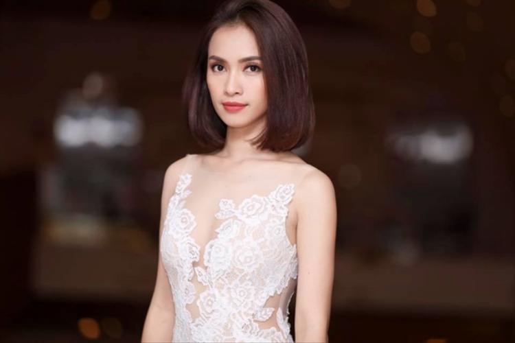 Ca sĩ Ái Phương.