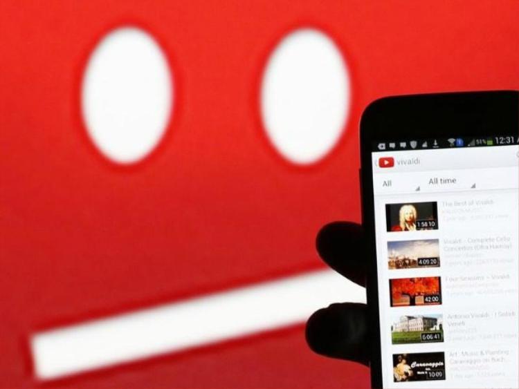 Khi gặp video kiểu này, người dùng có thể gắn cờ, báo cáo xấu cho YouTube.