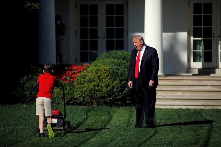 Tháng 9/2017, cậu bé Frank Giaccio, 11 tuổi, cắt cỏ ở Vườn Hồng sau khi viết thư cho Tổng thống Donald Trump rằng muốn được cắt cỏ bên trong Nhà Trắng. Đây cũng là nơi Tổng thống tiếp đón khách trong các chuyến thăm cao cấp.
