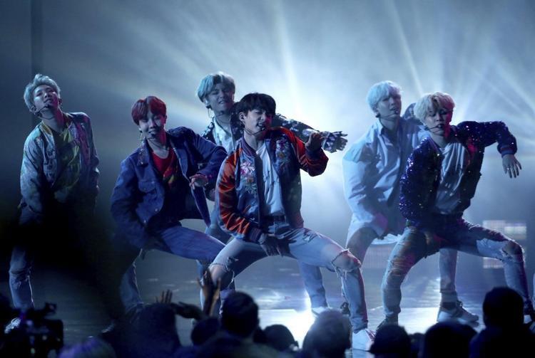 Vừa xác nhận biểu diễn tại BBMAs, BTS tiếp tục khuấy đảo lễ trao giải Tây Ban Nha
