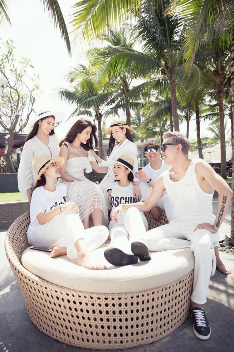 Hôn lễ của Diệp Lâm Anh được tổ chức vào ngày 5/5 tại một khách sạn sang trọng ở TP.HCM với đông đảo khách mời là người nổi tiếng.