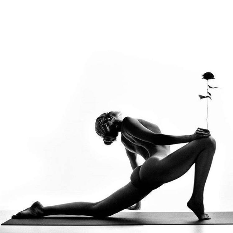 """Kỵ sĩ cưỡi voi. Đây là một cơ chế tự nhiên của cơ thể nhằm tăng thêm động lực để bạn """"chiến đấu hay bỏ cuộc"""". Vì bạn không thể giải phóng cơ thể khỏi sự căng thẳng, các cơ quan sẽ trở nên căng cứng, kém linh hoạt và đau đớn."""
