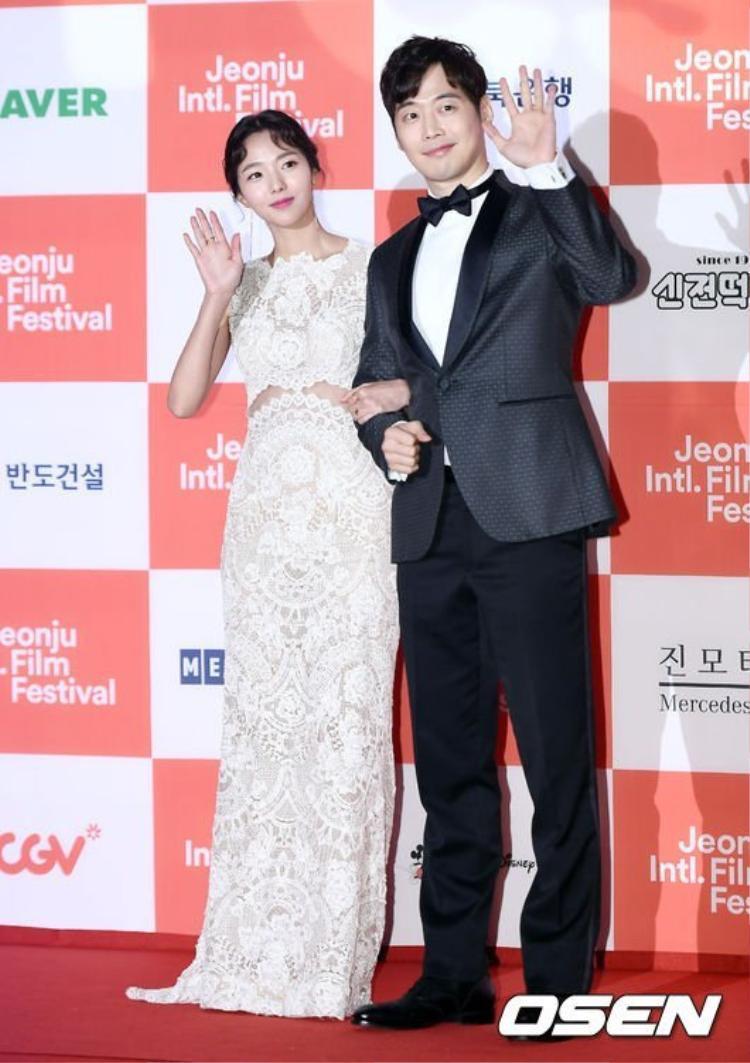 Cặp đôi Chae Soo Bin - Kim Jae Won xuất hiện đầu tiên tại buổi lễ.