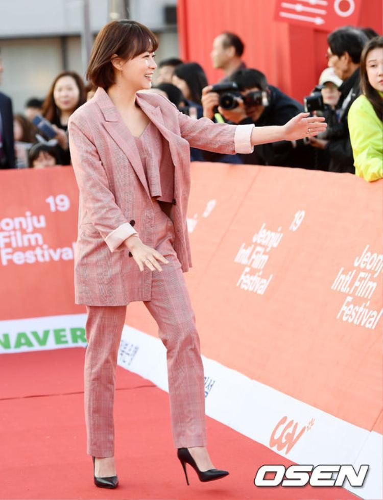 Nàng cỏ Goo Hye Sun đại náo thảm đỏ, đọ sắc cùng Nam Gyuri, Chae Soo Bin tại LHP quốc tế Jeonju