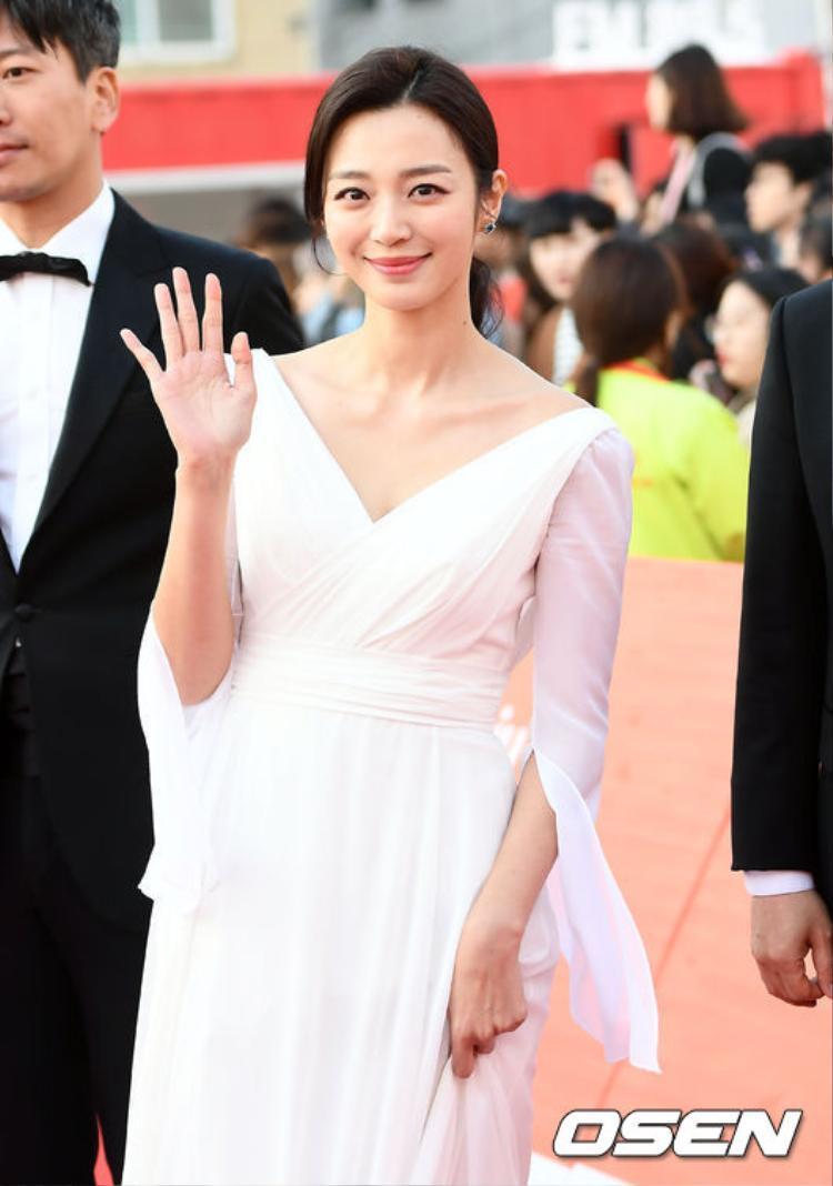 Nụ cười xinh xắn của Song Ji In.