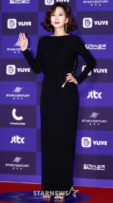 Kim Nam Joo sắc xảo, quyến rũ khoe đường cong hoàn mỹ.