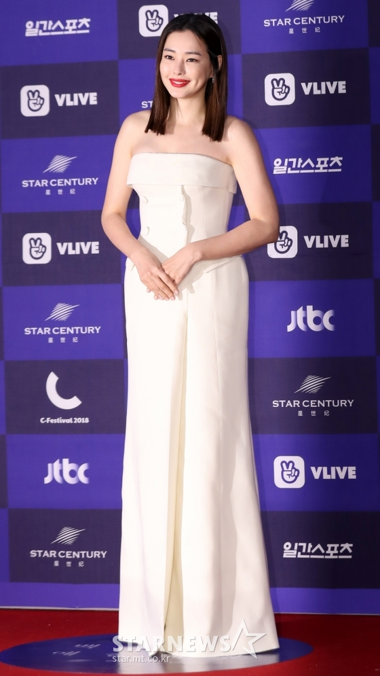 Hoa hậu, diễn viên Lee Honey.