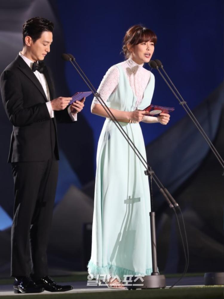 """""""Nữ cảnh sát"""" xinh đẹp Lee Ha Na và Kwon Yul."""