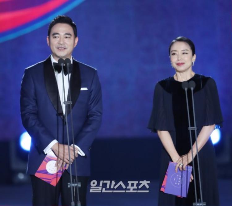 Nữ diễn viên xinh đẹp Jeon Do Yeon và Hong Jung Do.