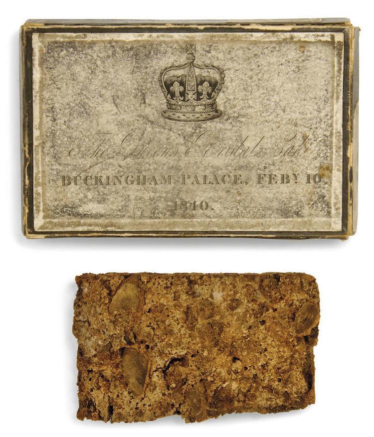 Bánh cưới của Nữ hoàng Victoria đựng trong chiếc hộp nhỏ được coi như món quà lưu niệm