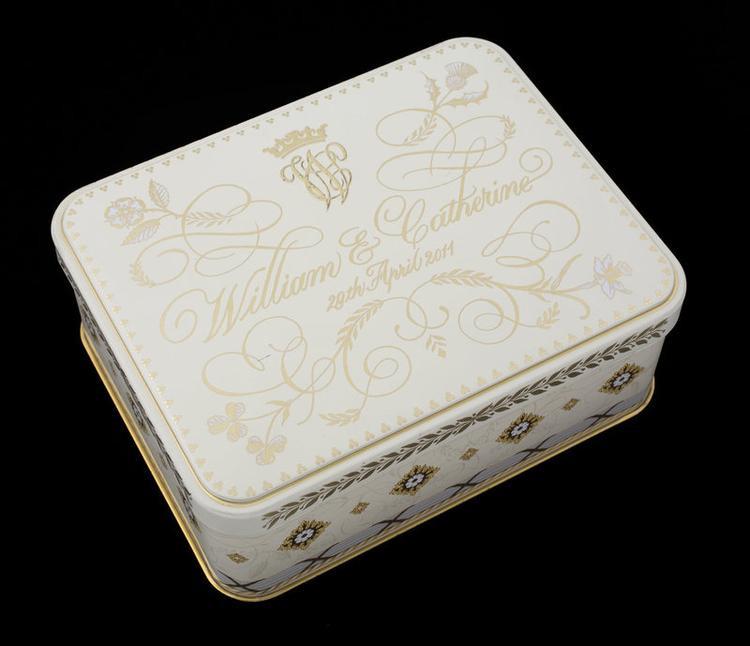 Bánh được cất trong những chiếc hộp nhỏ xinh xắn