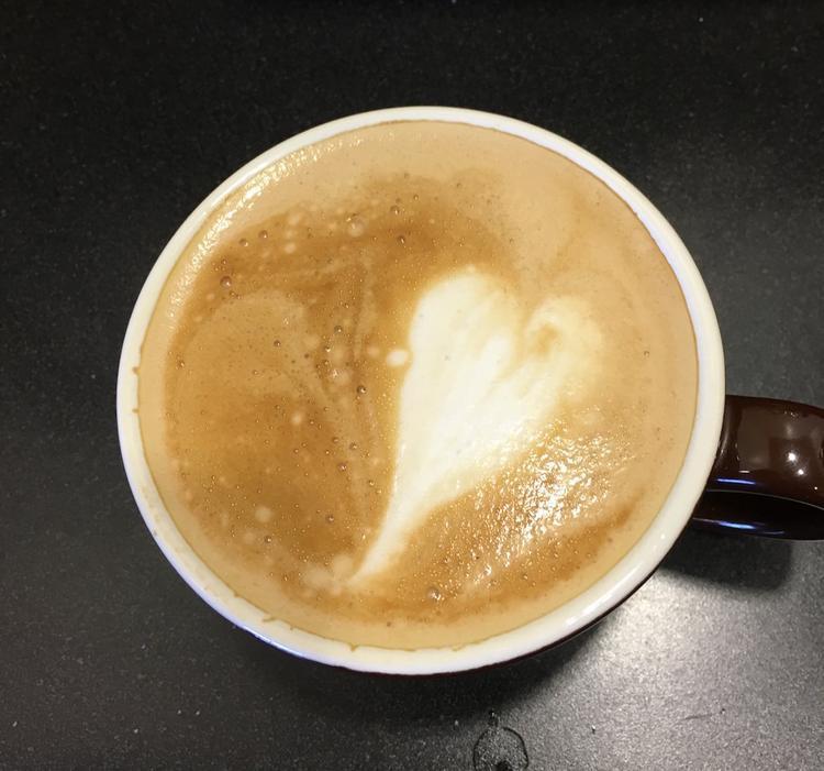 """""""Chúng tôi có một cốc cà phê nóng và sữa lạnh vừa lấy ra từ trong tủ lạnh. Nhiệt độ phòng nằm giữa khoảng nhiệt độ của cà phê và sữa. Khi nào nên cho sữa vào cà phê để có một thức uống lạnh nhất trong thời gian sớm nhất (cho vào ngay từ đầu, cho vào lúc giữa, cho vào cuối cùng)?"""" - Ứng viên Kỹ sư Thiết kế Sản phẩm."""