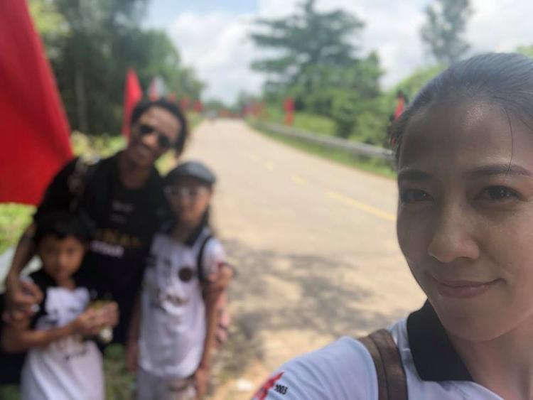 """Thuỳ Trang đăng ảnh du lịch cùng gia đình giữa scandal """"gạ tình"""" của Phạm Anh Khoa."""