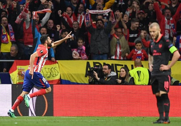 Không những không thể ghi bàn, Arsenal còn phải nhận bàn thua ở phút bù giờ hiệp 1. Người đã giúp Atletico Madrid giành vé vào chung kết Europa League là Diego Costa.
