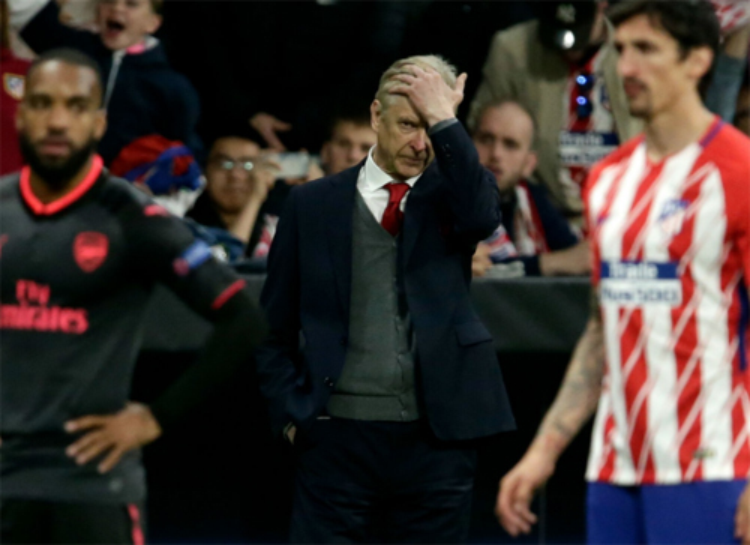 Wenger bất lực nhìn Arsenal bại trận ở Madrid