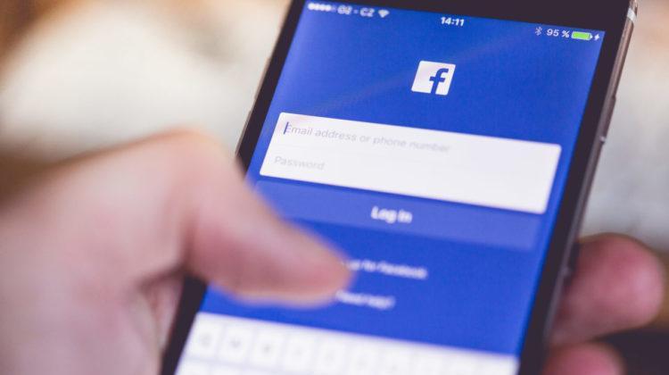"""Một trong những dòng chữ người dùng sẽ nhìn thấy ở thời điểm hiện tại khi đăng ký/ đăng nhập Facebook có nội dung, """"Facebook miễn phí và sẽ luôn như vậy."""""""