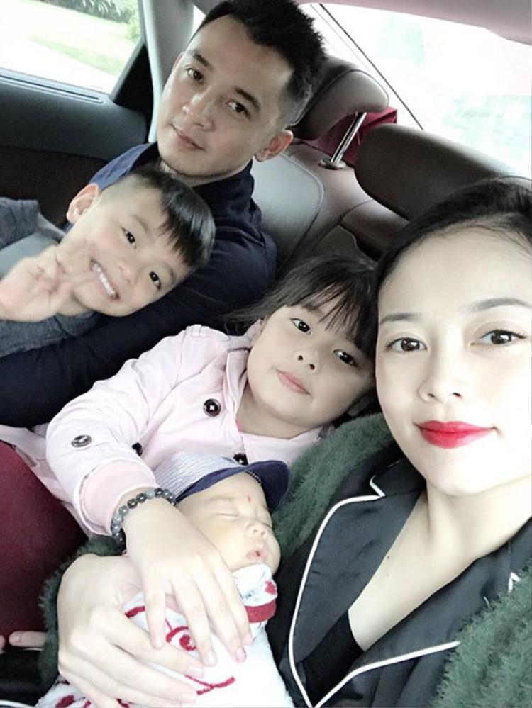 Gia đình hạnh phúc của Hằng túi.