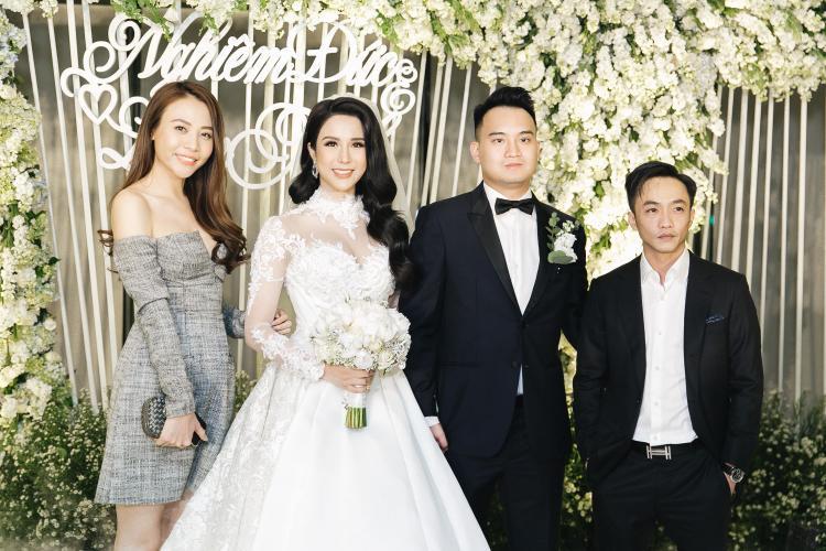 Cặp đôi công khai xuất hiện đến chúc mừng đám cưới Diệp Lâm Anh.