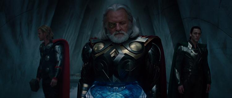 """Odin chuyển Thor đến trái đất trong The Avengersbằng cách sử dụng ma thuật """"bóng tối""""."""