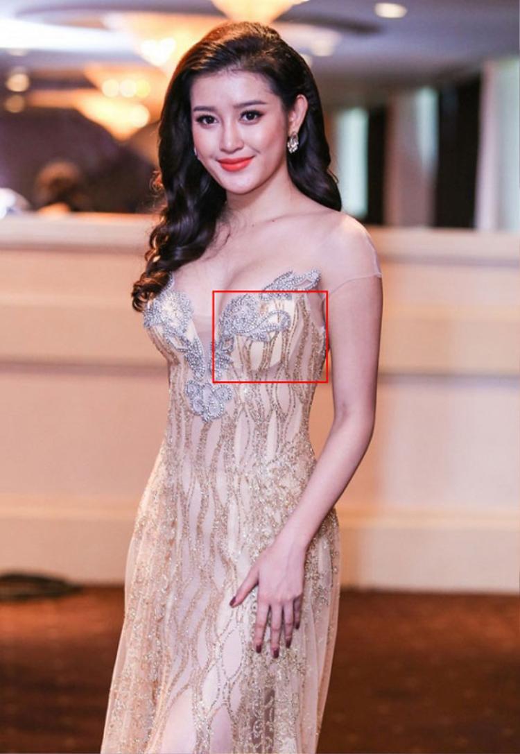 Ngoài việc mắc lỗi chọn trang phục, không ít lần đại diện Việt Nam tại Miss Grand còn khiến công chúng thảng thốt vì những sơ suất khá nhạy cảm, đơn cử như việc để lộ nội y.