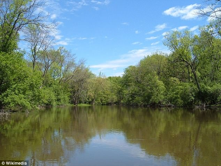 Con sông nơi Baker ném xác con trai phi tang.