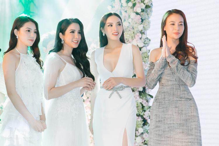 Hội chị em xinh đẹp của Diệp Lâm Anh.