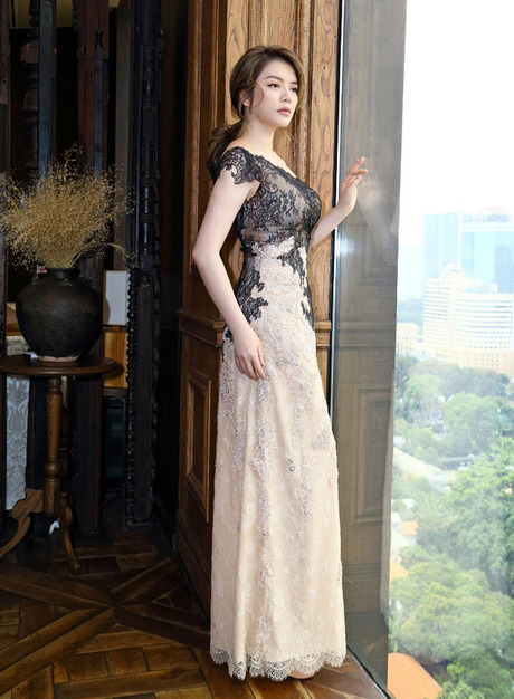 """Chiếc váy ren phối màu mang hơi hướng những công nương vương quốc Anh là """"vũ khí"""" giúp Lý Nhã Kì chiếm trọn một vị trí trong bảng xếp hạng sao đẹp tuần."""