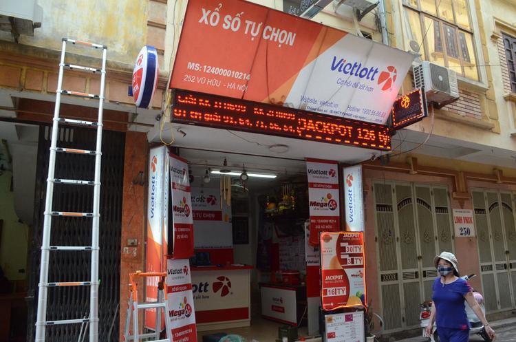 Cửa hàng Vietlott trên đường Vũ Hữu.