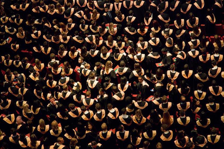 Diễn văn tốt nghiệp của tác giả Harry Potter: Đời người như một câu chuyện, không cần dài, chỉ cần tốt