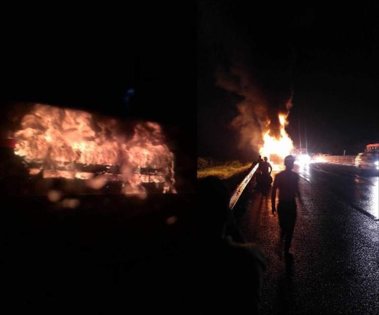 Hiện trường xe khách bất ngờ bốc cháy.