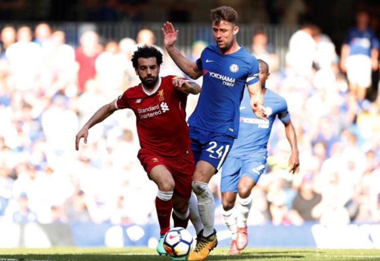 Clip: Giroud xô đổ kỷ lục của Ronaldo giúp Chelsea xóa dớp trước Liverpool
