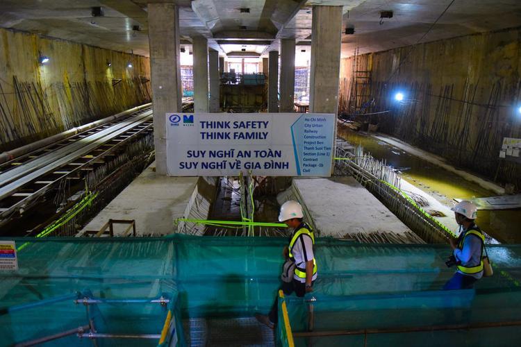 Nhà ga Ba Son hiện tại đã hoàn thành về cơ bản. Nhà ga này dài 240, rộng 34,5m và sâu 17,3m. Ga được thiết kế gồm 2 tầng ngầm, tầng ngầm 1 cho chiều tàu metro chở khách từ trung tâm Bến Thành về Suối Tiên và tầng ngầm 2 cho chiều ngược lại.