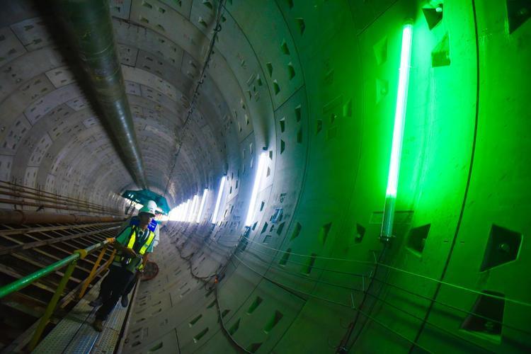 So với đường hầm thứ nhất, đường hầm thứ 2 có độ sâu khoảng 10 m. Do cạn hơn đường hầm thứ nhất nên có thể sẽ ảnh hưởng đến các công trình trên mặt đất lớn hơn.