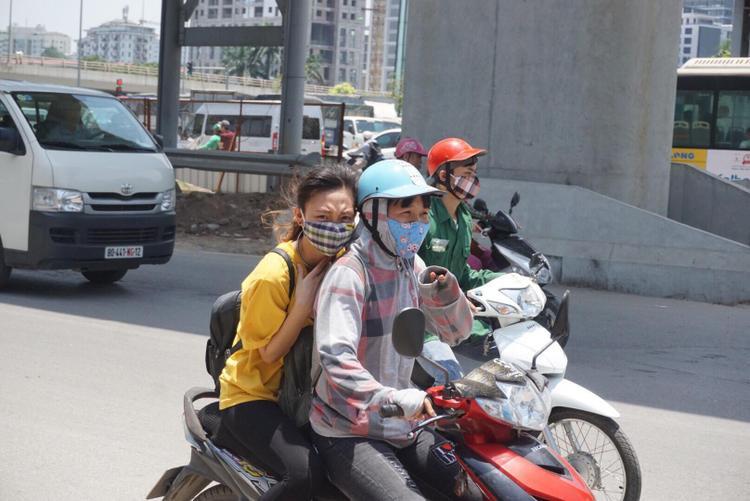 Hay vật vã trên đường Hồ Tùng Mậu.