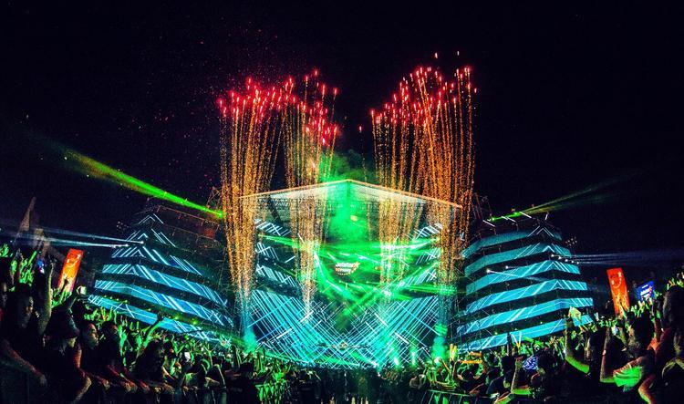 Không gian trải nghiệm âm nhạc đỉnh cao với hiệu ứng âm thanh ánh sáng cực khủng theo đúng chuẩn quốc tế.