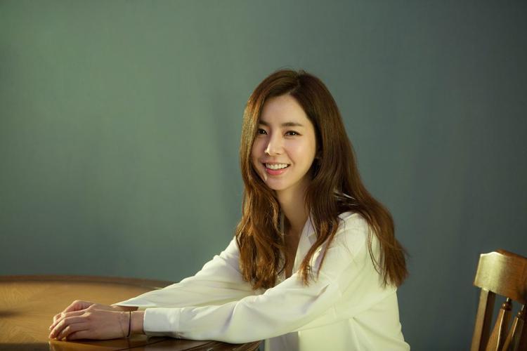 """Han Chae Ah ra mắt trong một MV vào năm 2006 và đã diễn xuất trong các bộ phim truyền hình như """"Bridal Mask"""", """"The Merchant: Gaekju 2015"""", """"Part-Time Spy'',…"""