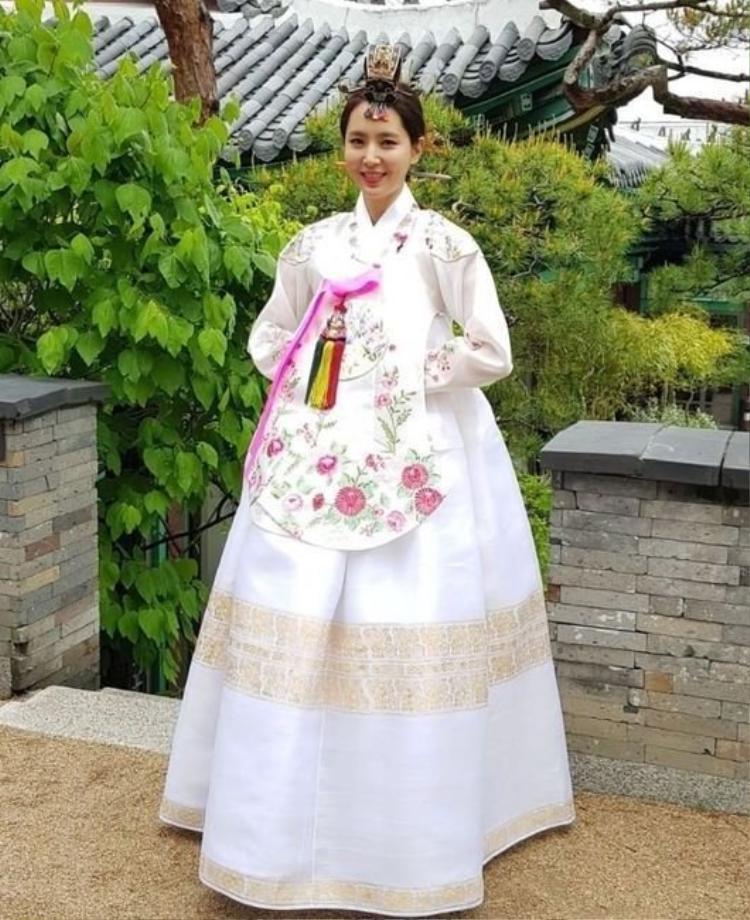 Cô dâu xinh xắn trong bộ Hanbok truyền thống.
