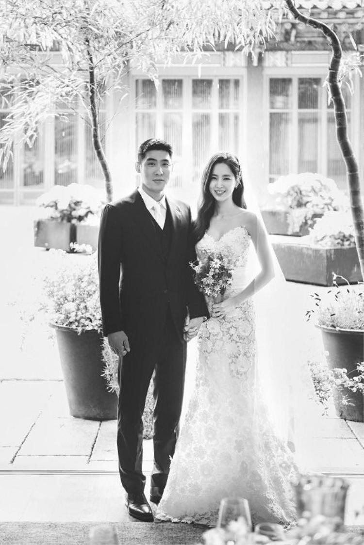 Bầu bì 3 tháng, diễn viên Han Chae Ah vẫn xinh lung linh trong đám cưới cổ tích