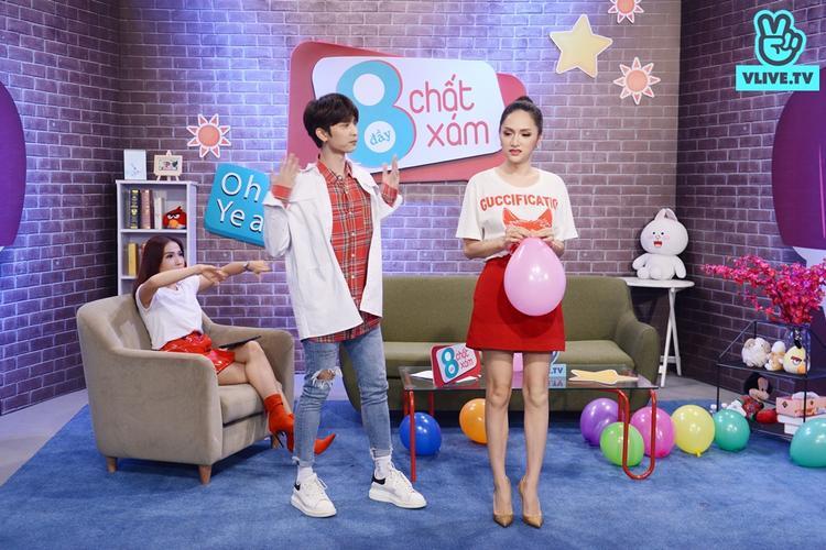 Hương Giang phải thực hiện một điệu nhảy trên nền nhạc một ca khúc của Uni5