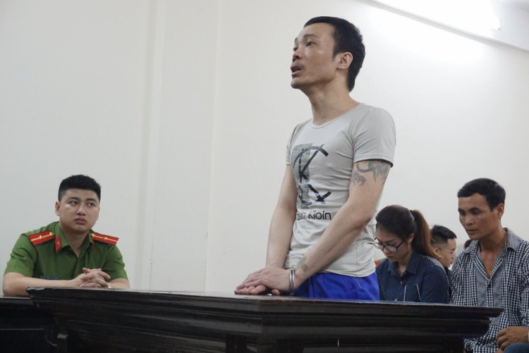 Bị cáo Thọ nghe tuyên án.